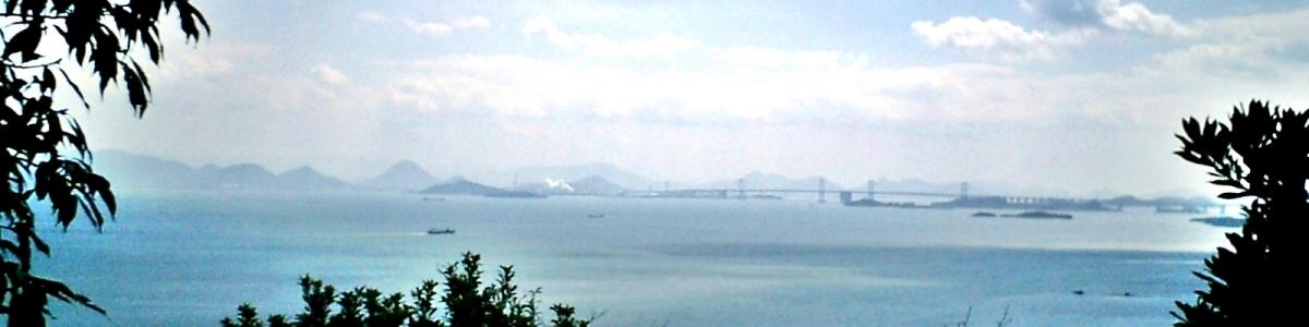 下山途中に見える瀬戸大橋