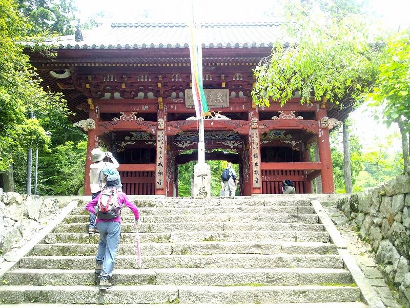 成相寺の山門