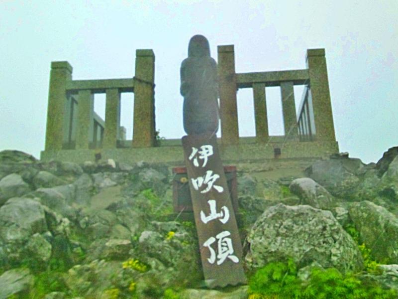 伊吹山頂の日本武尊の石像