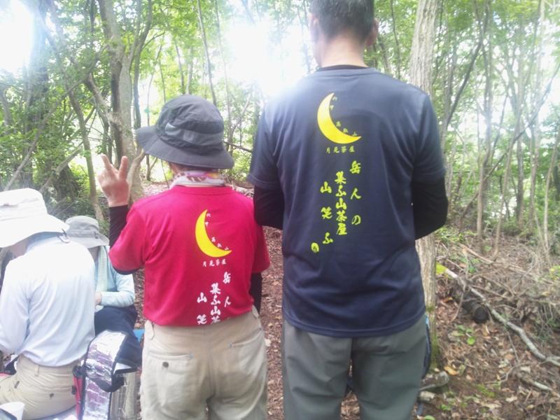 月見茶屋Tシャツの夫婦