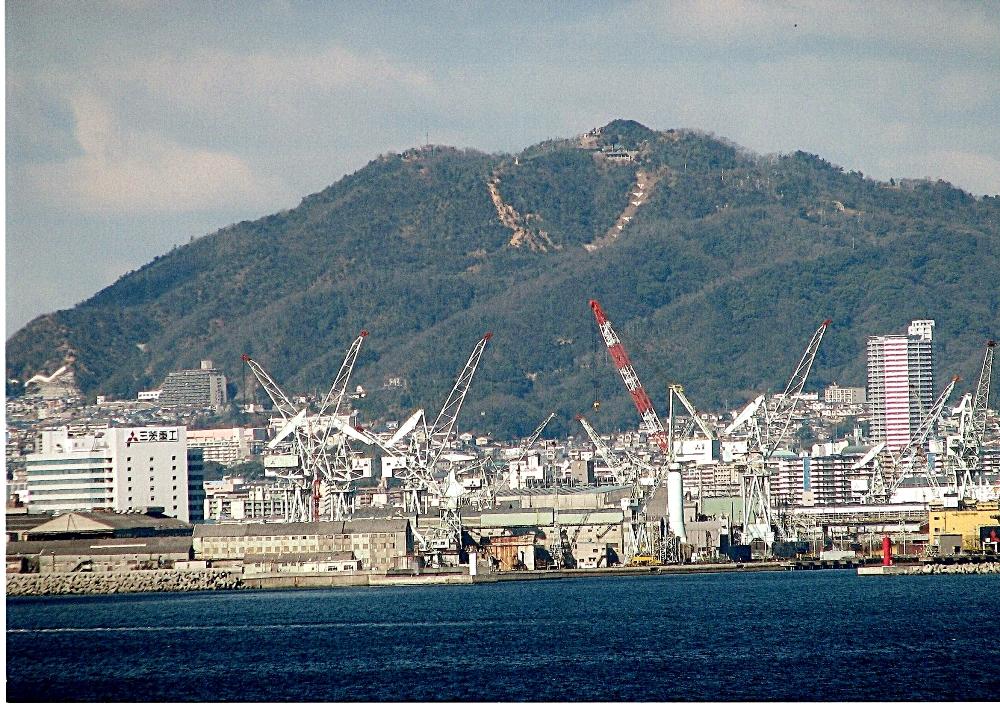 東方(神戸空港)から見た高取山
