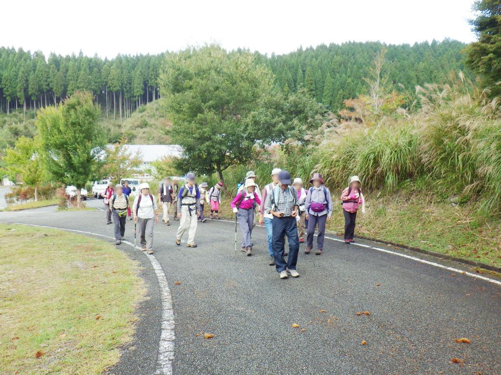 02a 東山登山口へ出発