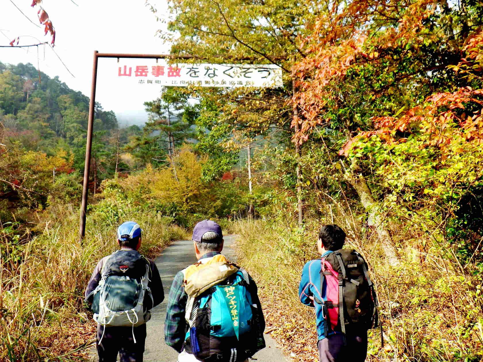 02b 登山口を登り始める