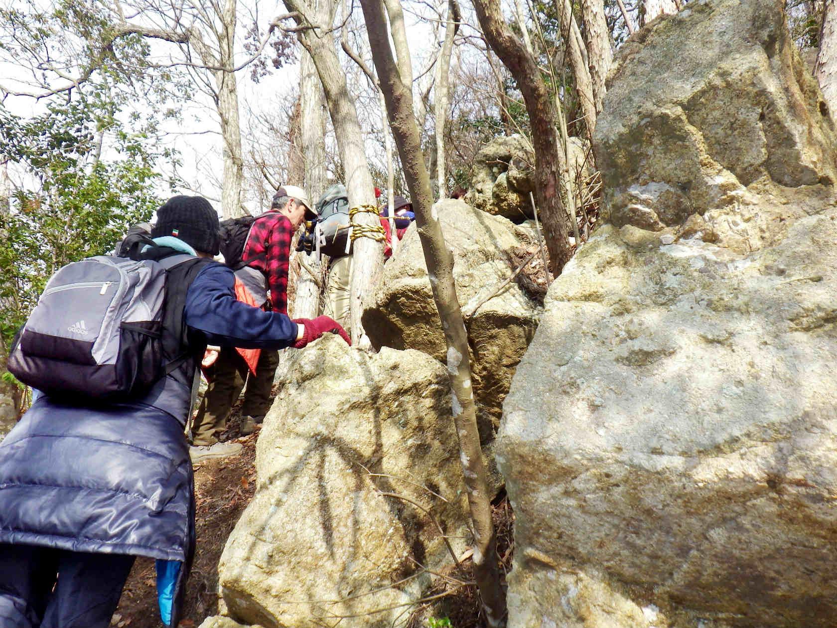 16b 岩場を登る