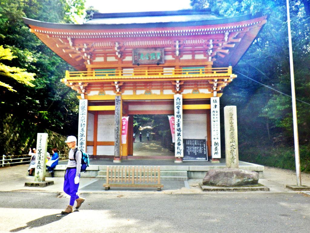 28b 大龍寺の山門を通過