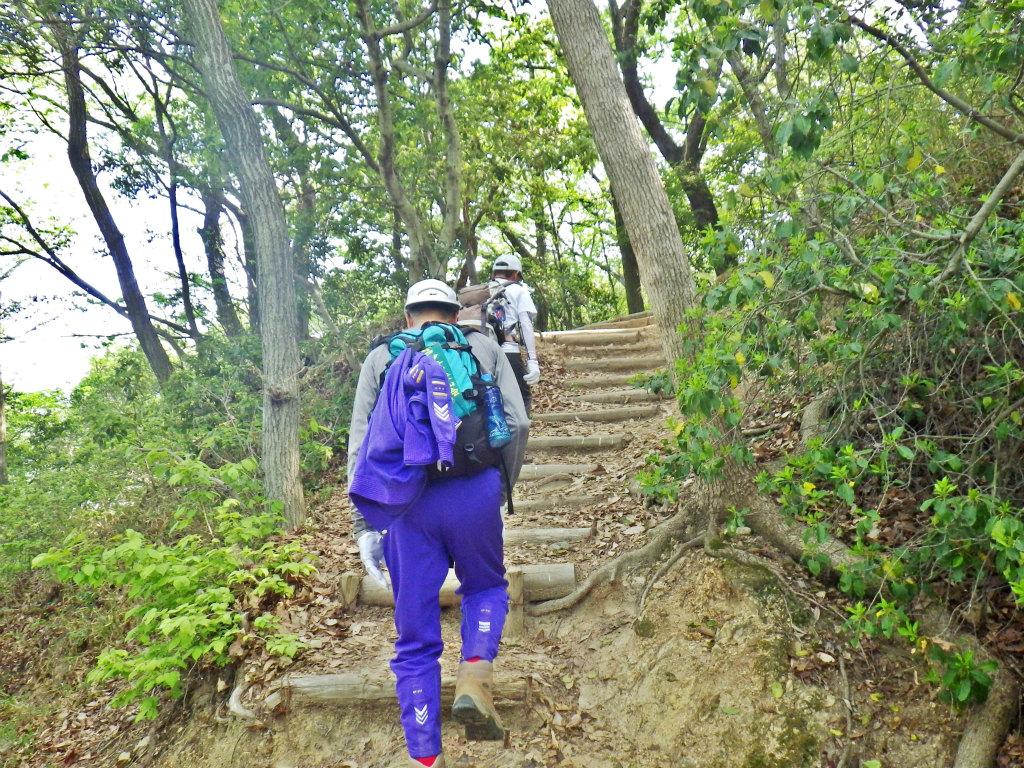 12a 高取山へ登る