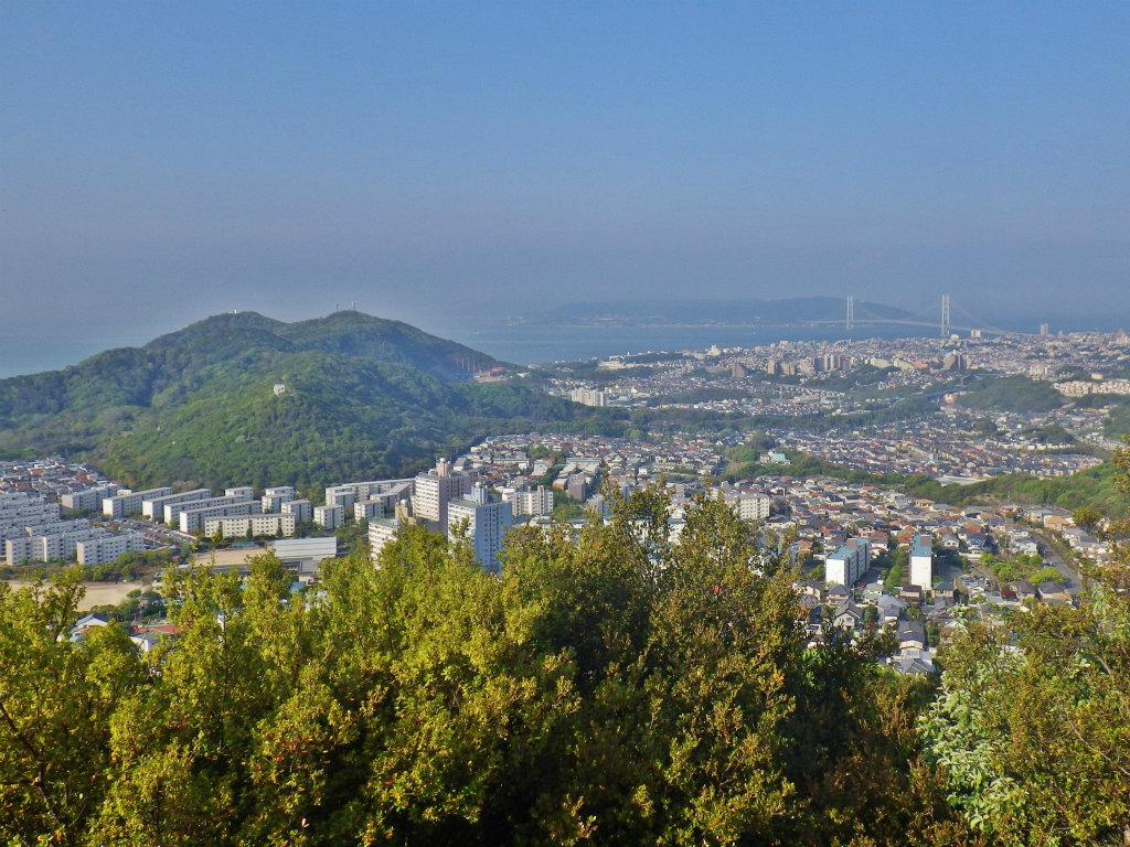 06b 見晴台から旗振山の眺め
