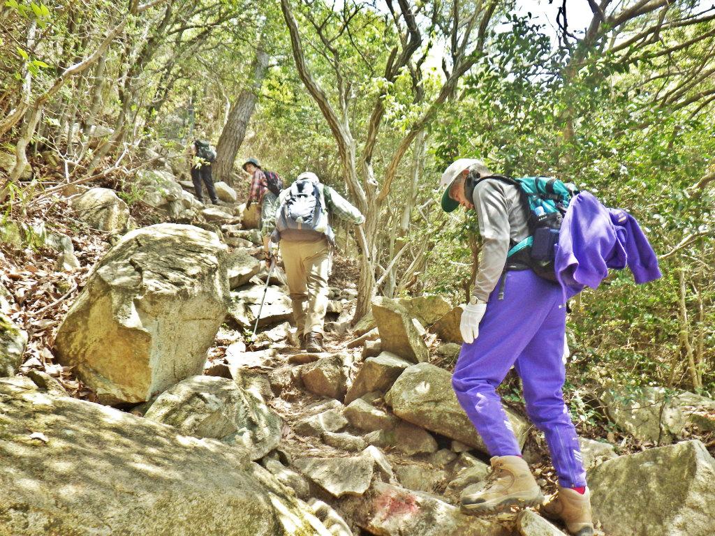 19b 岩場を登る