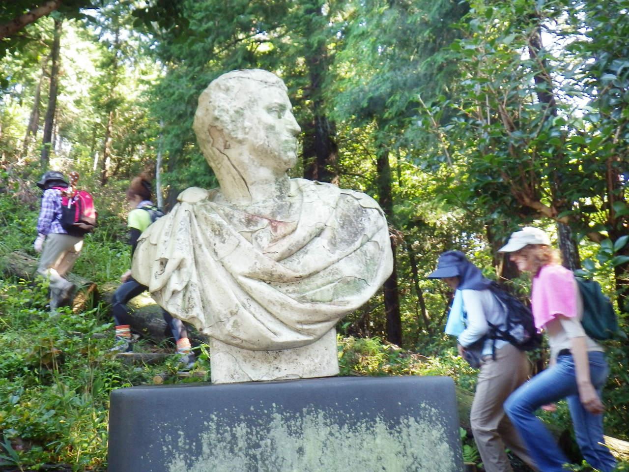 12b 文化のこみちの彫像