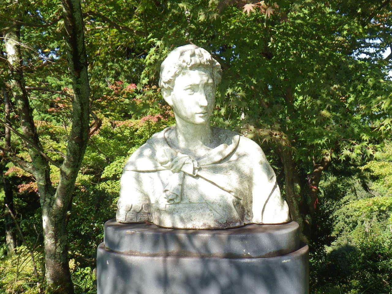 11b 文化のこみちの彫像