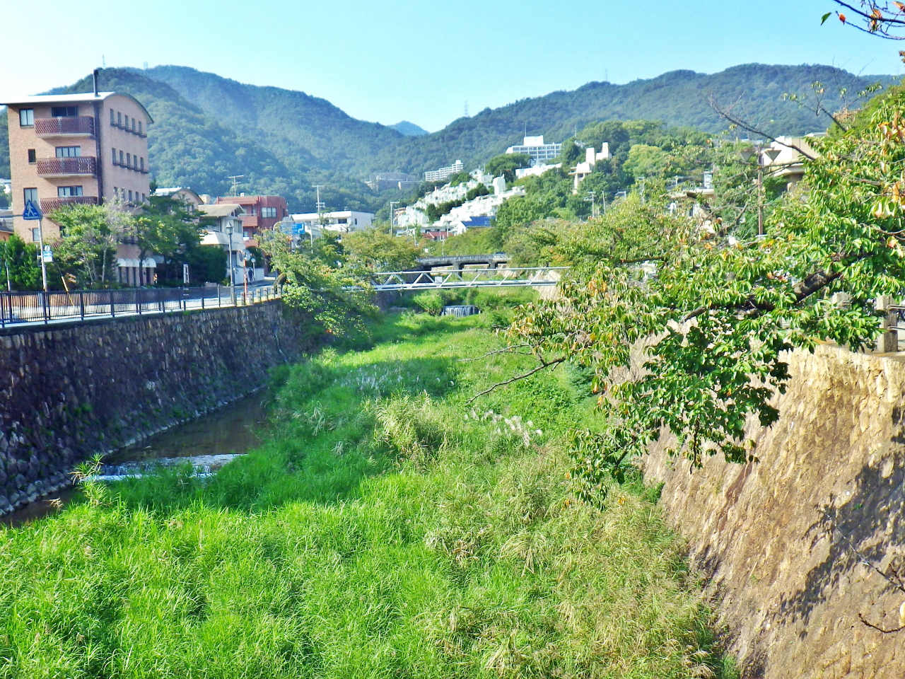 27a 芦屋川から振り返る