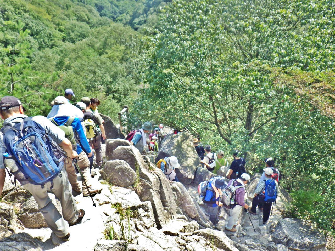 20a 高座の滝へ向かう