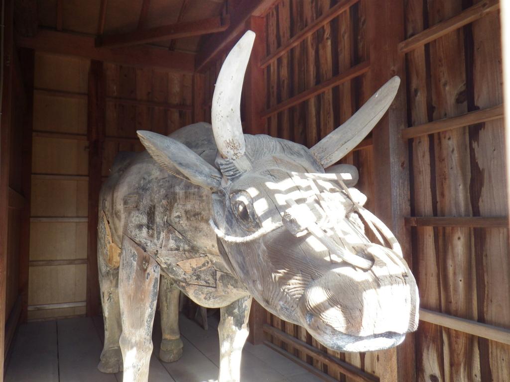 16b 木彫りの神牛