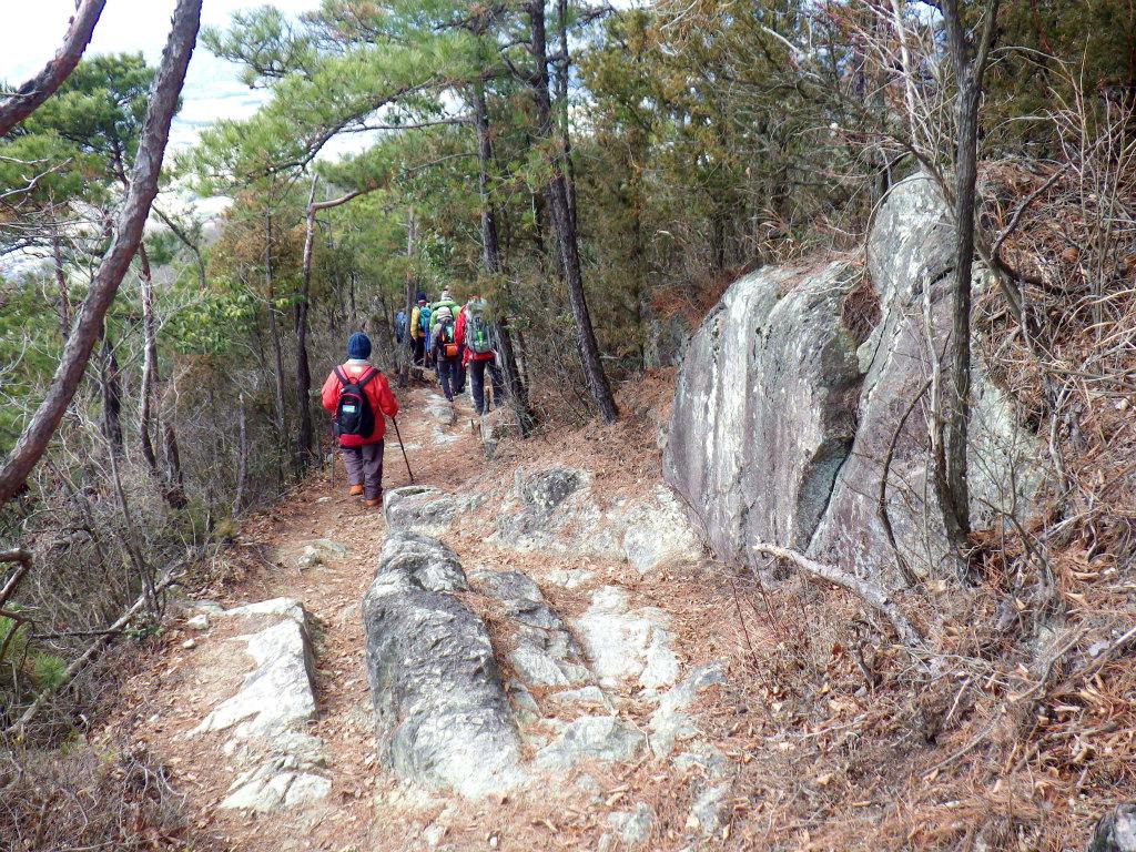 27b 岩場を下る