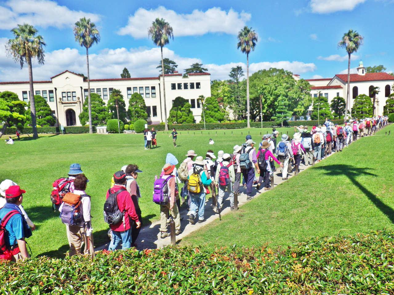23b 大学キャンパスを横断