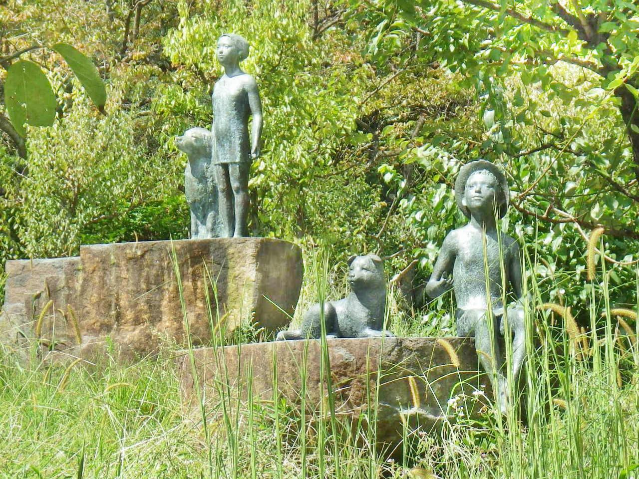 19b 子供像の顕彰碑