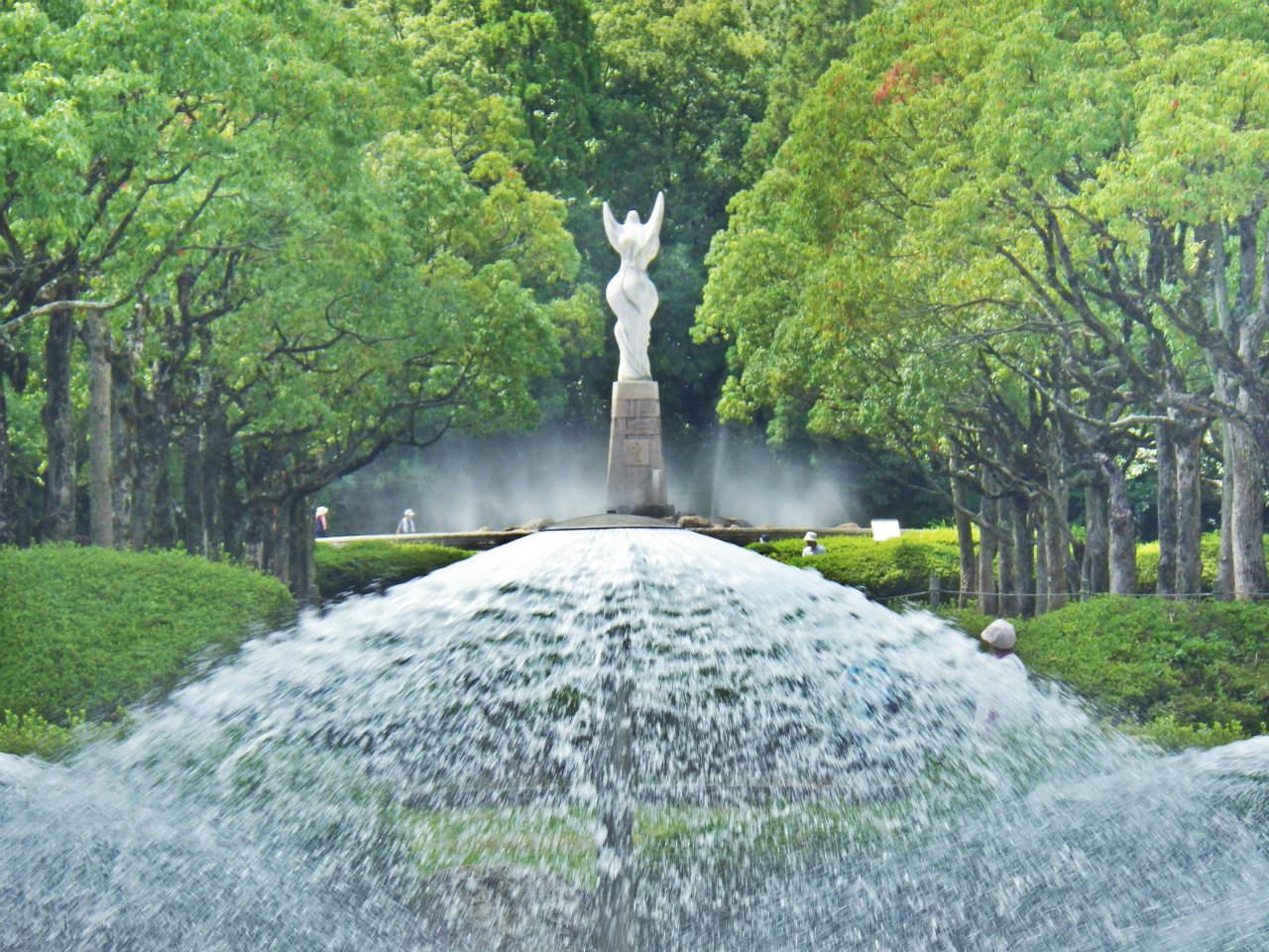 21b 傘型噴水と愛の像