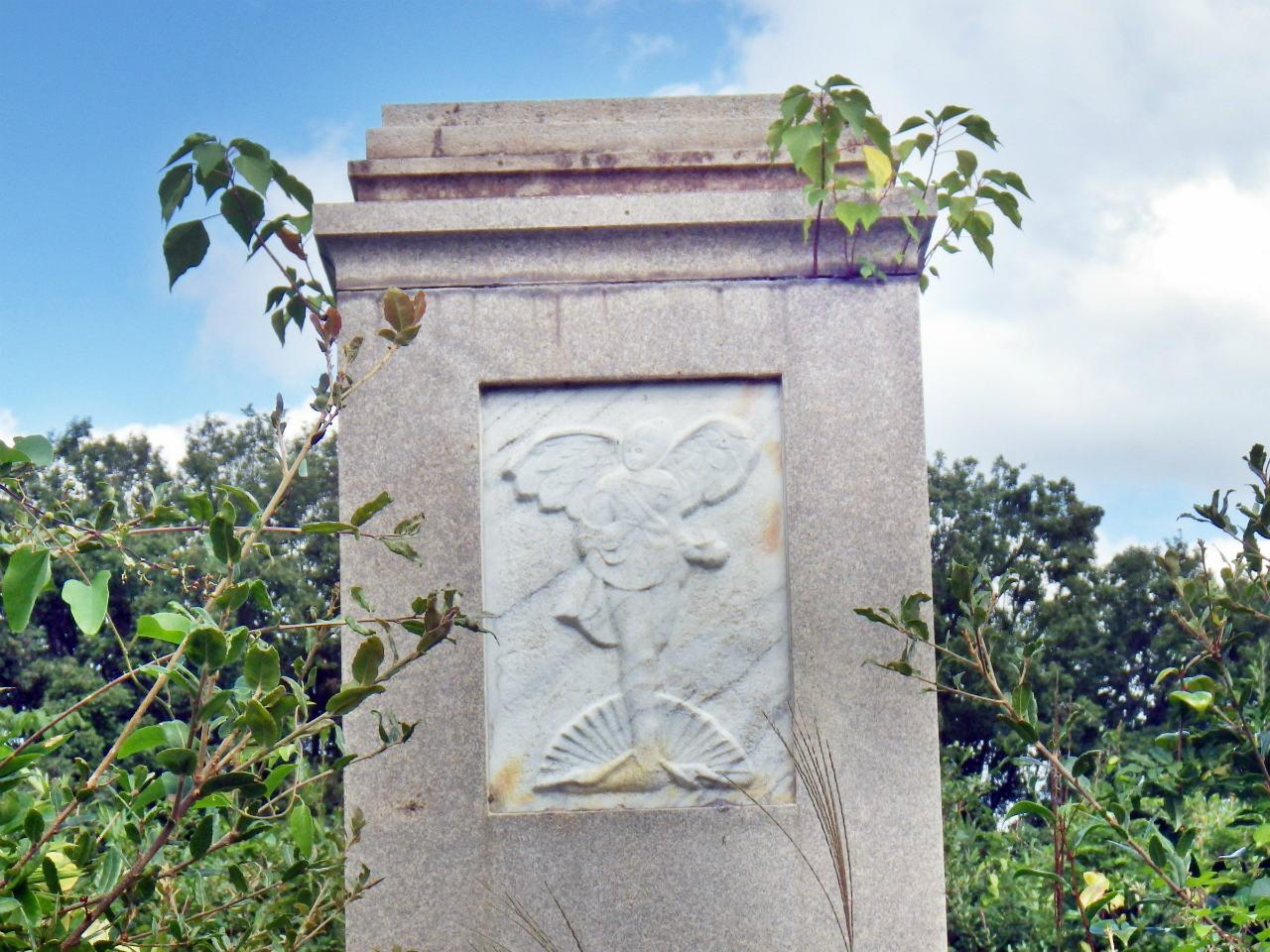 13b 天使の彫像
