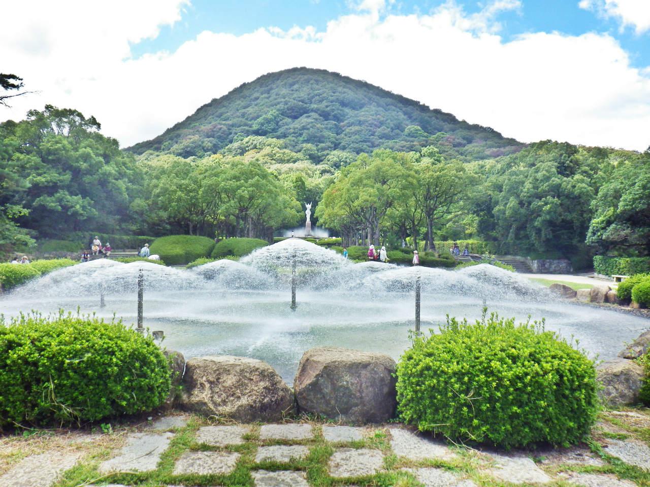 21a 傘型噴水と甲山