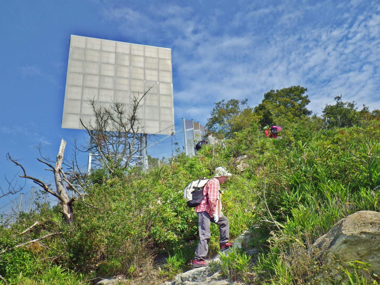 08a 山頂近くの反射板