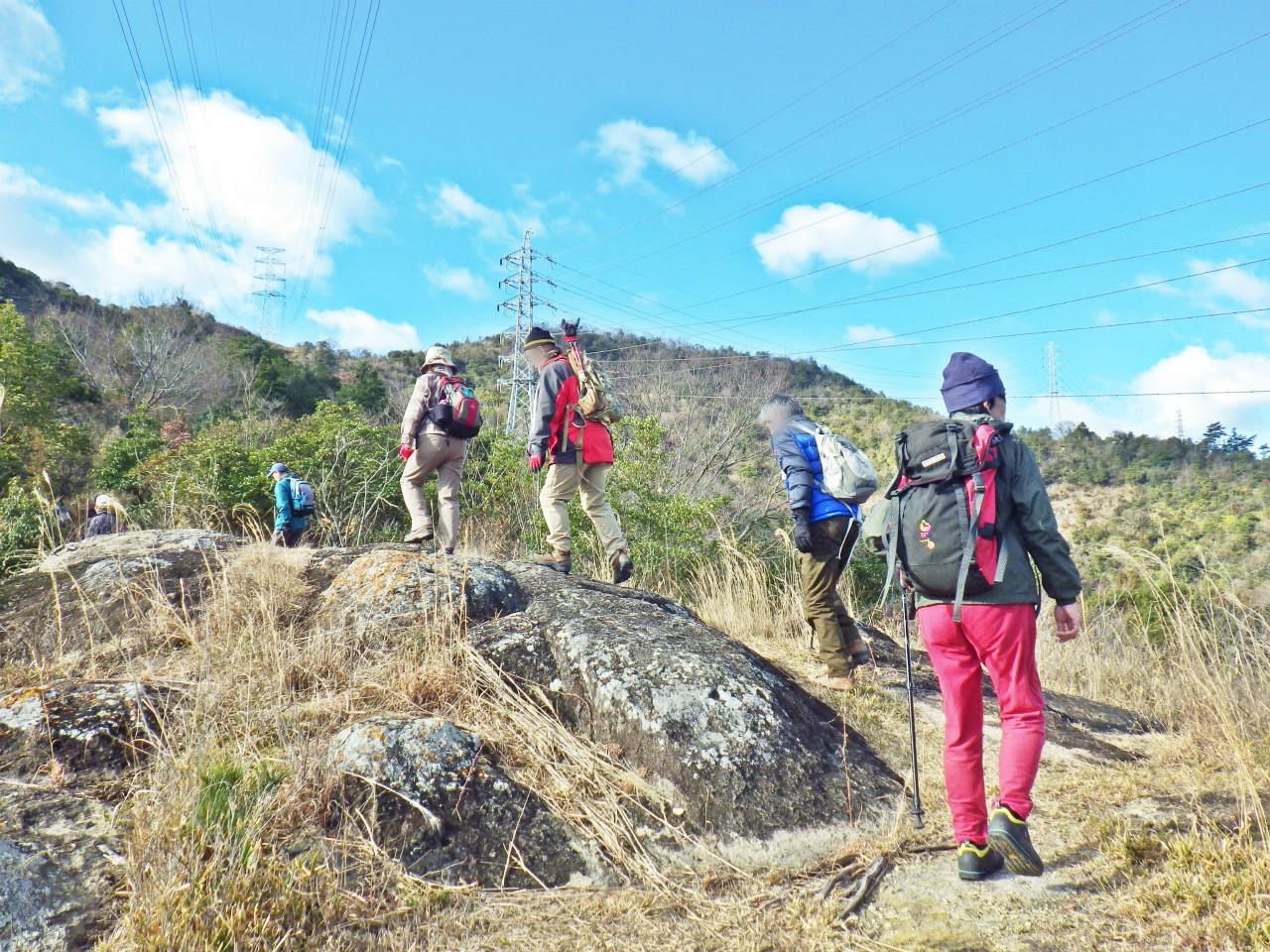 03a 岩場を進む