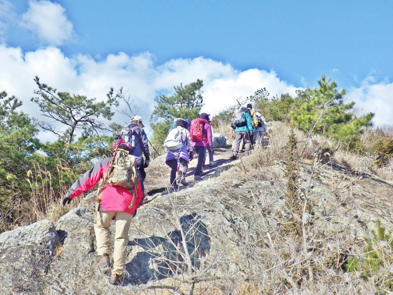 06b 稜線の岩場を登る
