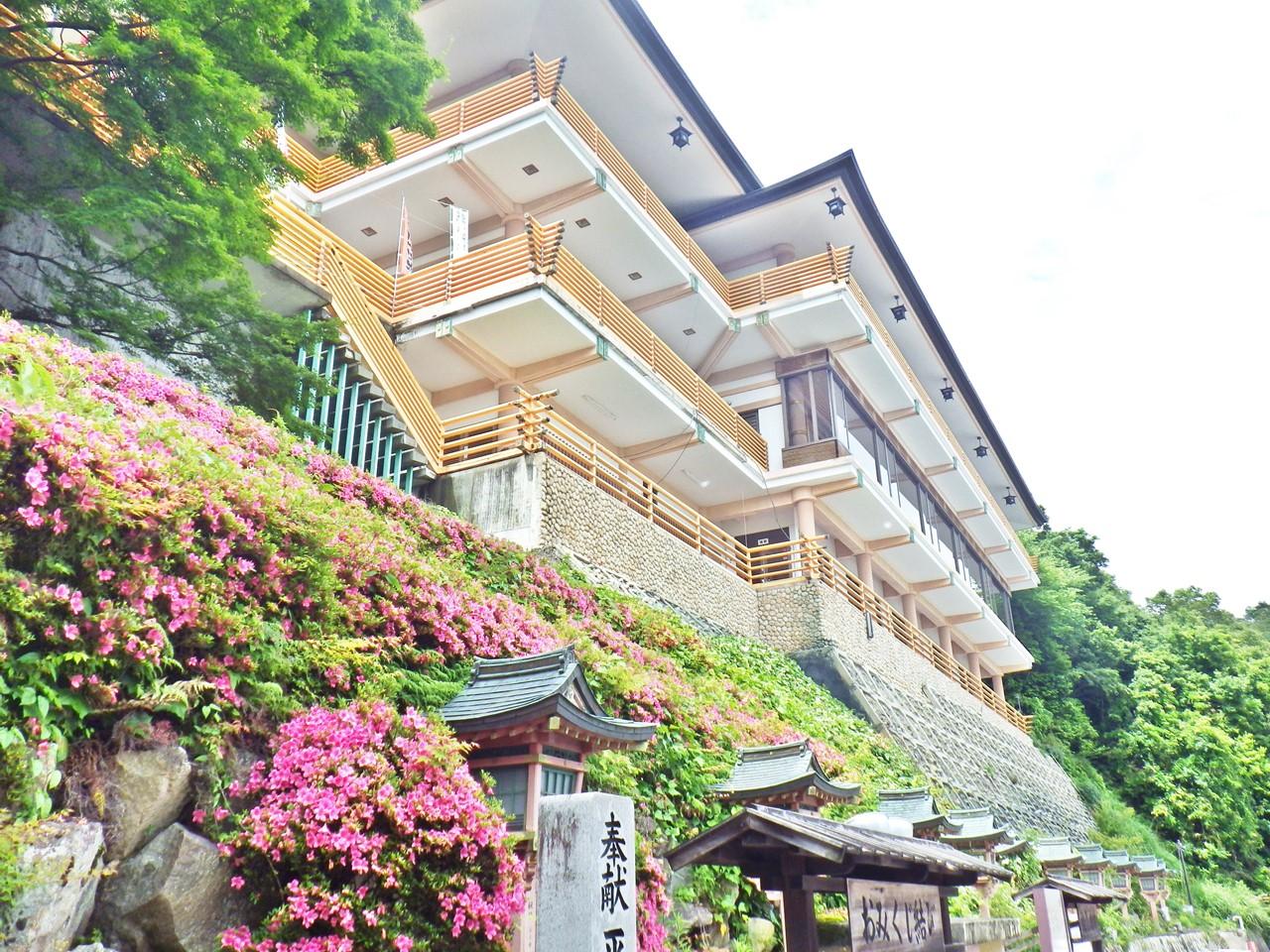 20a 太郎坊宮の参集殿