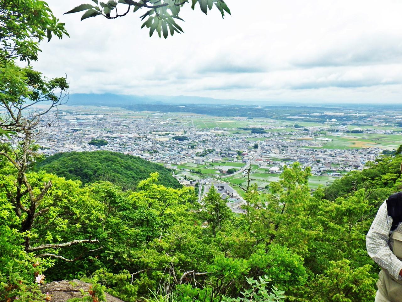 16a 太郎坊山から左手の眺め