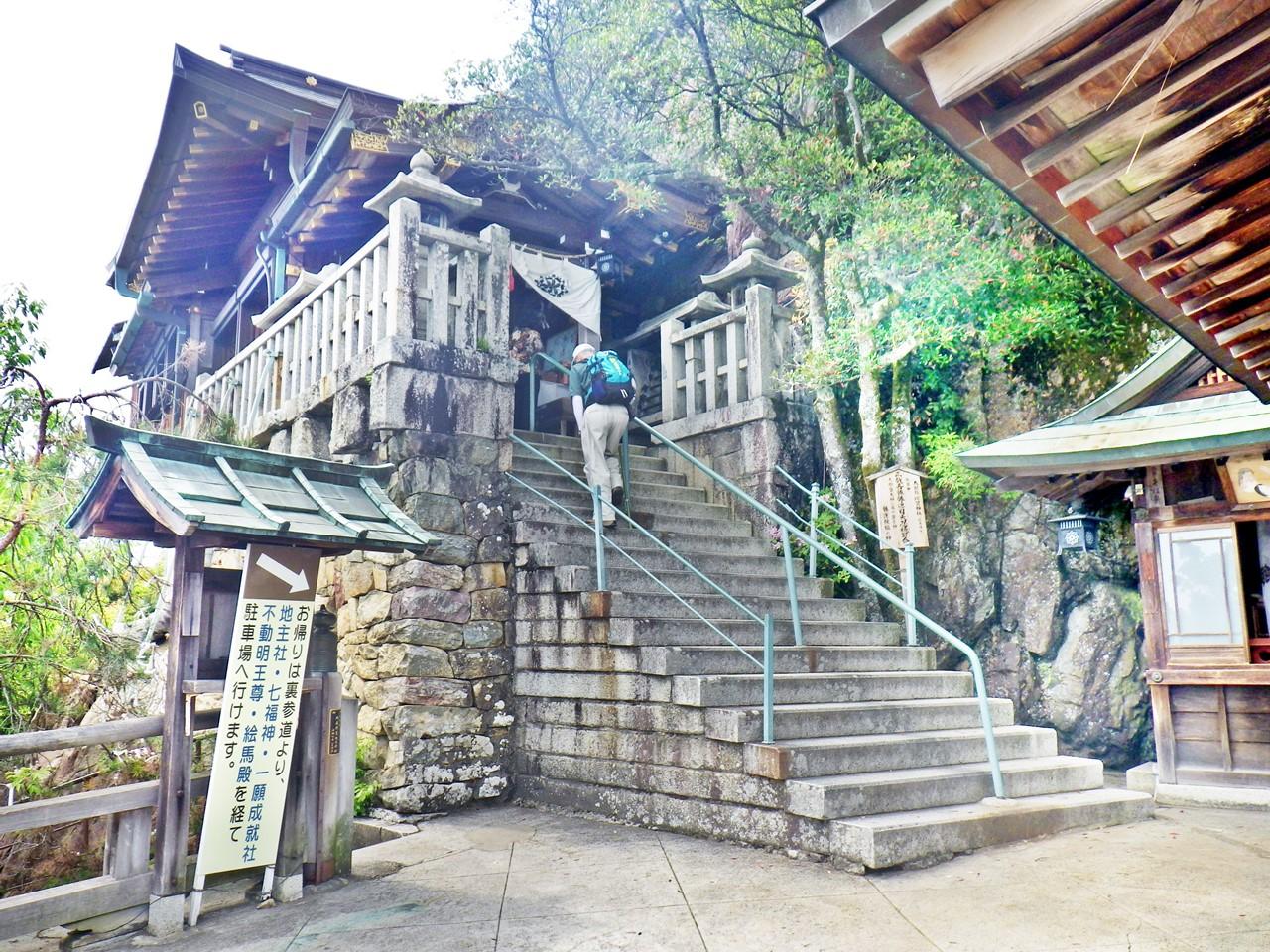 18a 太郎坊宮の本殿