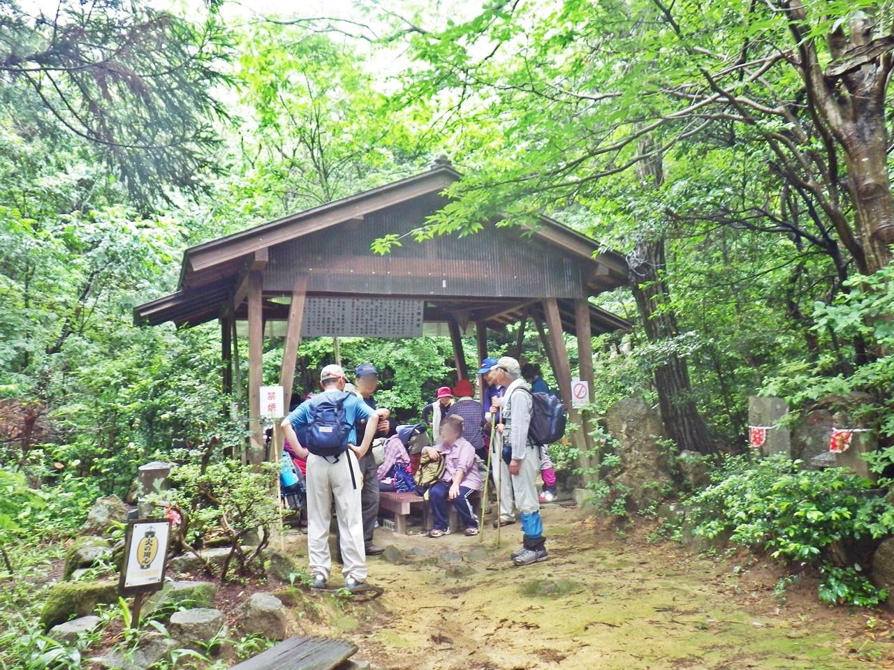 06a 登山道の休憩所