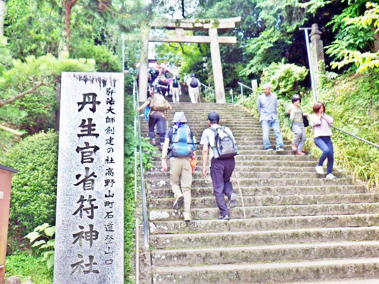 07a 丹生官省符神社の階段