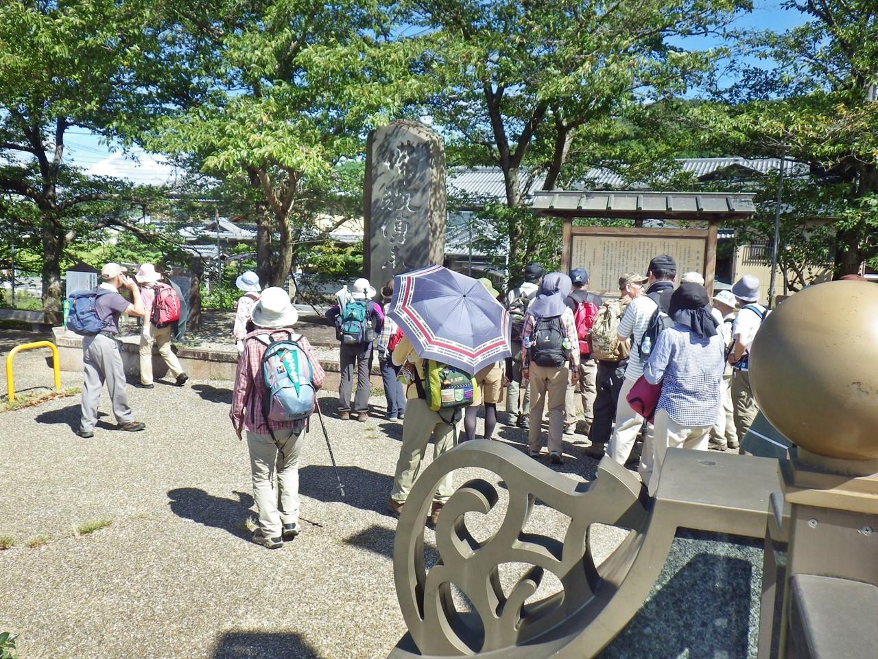 03a 佛教傳来之地の石碑前
