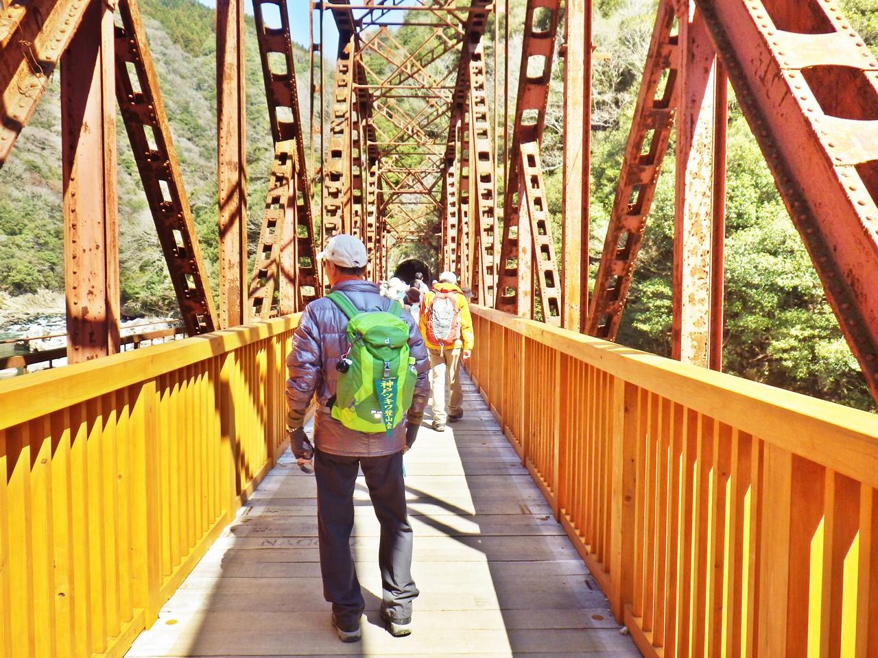 06a 武庫川第2橋梁を渡る