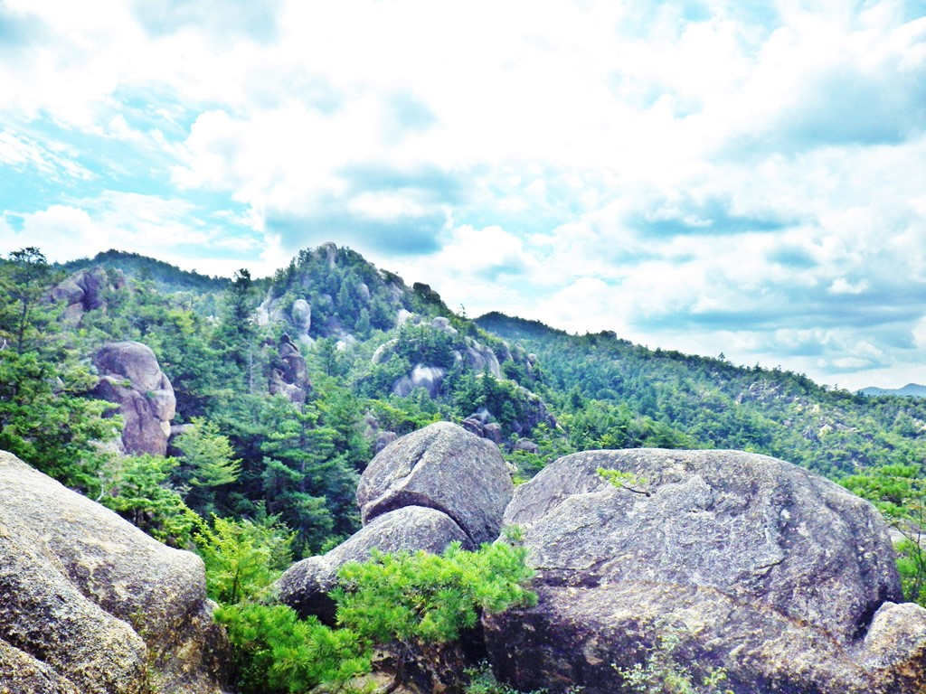 08a稜線から巨岩群の眺め