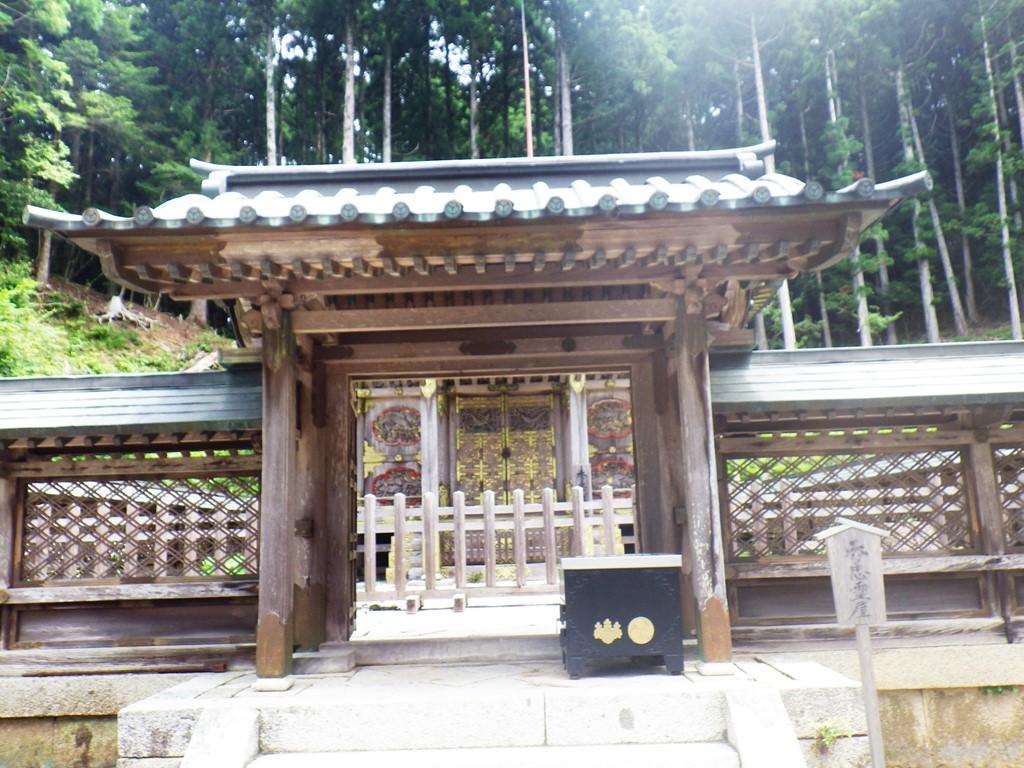 18a 徳川秀忠の霊台